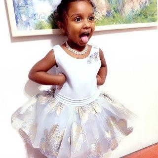 On craque sur notre adorable princesse Rayna et sa petite frimousse ! Habillée dans notre petite robe Alice 💙  Disponible dans nos boutiques en promo en ce moment à 69€ !  #lespetitsmecs #robebebe #robeceremonie #robefille #robemariage #wedding #bday #robeprincesse #robeenfant #kidsmodel