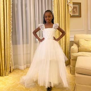 Une somptueuse princesse dans notre robe Ambre ✨ Découvrez toute notre collection de robes de princesses Ezda dans nos boutiques et sur notre eshop 💕  #lespetitsmecs #robedeprincesse #enfantmodele #robefille #robeenfant #mariage #mariage2021 #weddingdress #communion #robedeceremonie