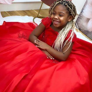 Merry Christmas ✨🎄  La petite princesse @kylee_afro_dance robe porte notre robe Lana de notre dernière collection en #limitededition ❤️  #lespetitsmecs #christmas #noel2020 #robedeprincesse #robeenfant #dresskids #christmasdress